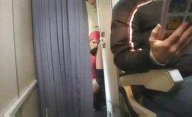 Hostess russa fa sesso in aereo