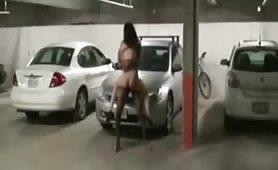 Bella scopata in un parcheggio