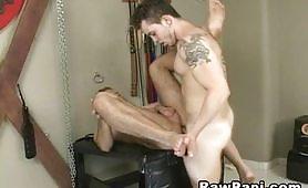 Gay muscoloso inculato senza preservativo