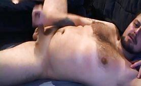 Gay orso peloso si masturba