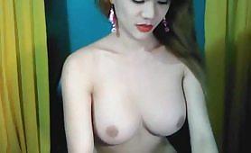 Trans asiatica dalle tette e cazzo grande