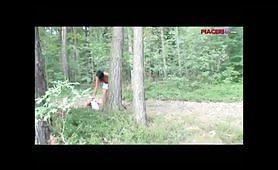 Esibizionisti nel bosco