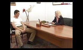 Sesso in ufficio con matura italiana porca