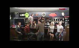 Un bel pompino libero nel bar