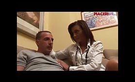 Una mamma italiana avida di cazzo