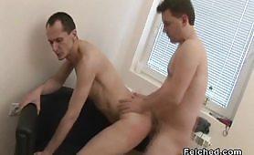Pompini e inculata gay sul divano