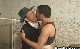 Un bel video porno gay nel fienile