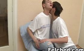 Video porno felching gay con due amici omosex