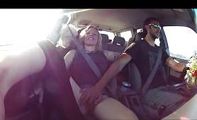 Orgasmo bollente in macchina