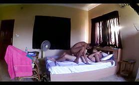 Due giovani puttanelle thailandesi e un maschio cazzuto
