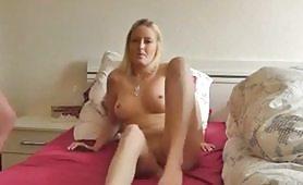 Il sex tape di una giovane bionda scopata di mattino