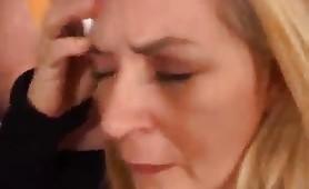 Tina Monti, porcona lombarda gode in filmino di abusi