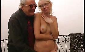 Il casting porno amatoriale di Irina, specialista di pompini....