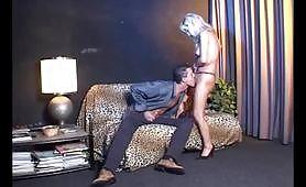 Melissa Conti una sexy cougar italiana soddisfatta da un bel giovanotto