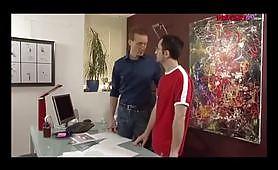 Due omosex italiani godono in ufficio