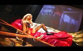 Scena porno hardcore con zoccola rossa