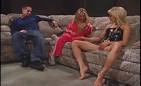 Scena di sesso con due lesbiche arrapate e un maschio porco