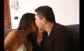 Scena porno trans ripresa dal film italiano Sotto la gonna... l'uccello